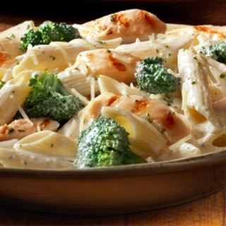 CHEESY CHICKEN BROCCOLI ALFREDO