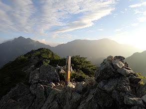 分岐から七倉岳へはすぐ