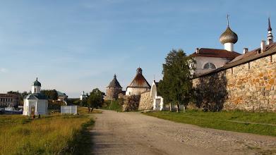 Photo: Петровская часовня и святые ворота