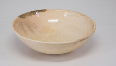 Photo: Joe Barnard round bottom bowl [maple]