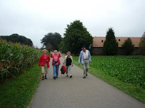 Photo: 4 vrolijke wandelaars