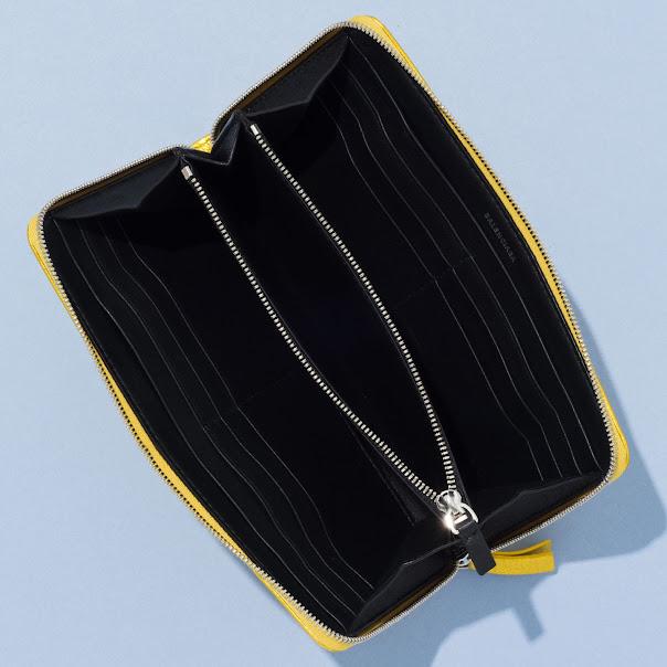 32e3e979c640 ミニ財布が大ヒット中の「バレンシアガ」からメタリックカラーの新作が ...