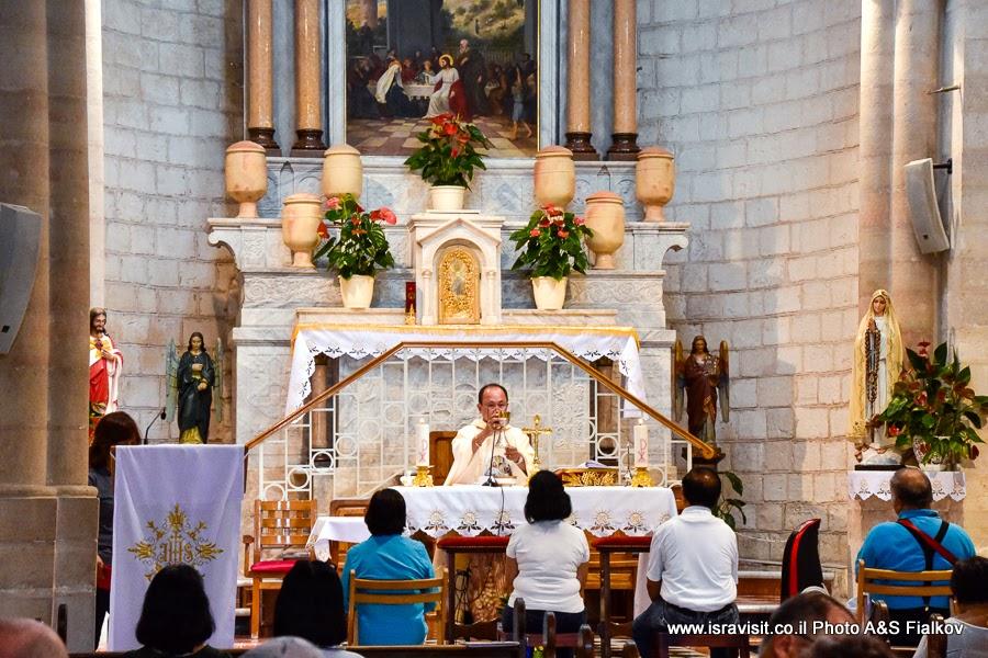 Таинство бракосочетания в церкви венчания. Кана Галилейская. Экскурсии по Святой земле.
