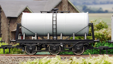 Photo: A021 Unpainted 6 Wheel Milk Tanker