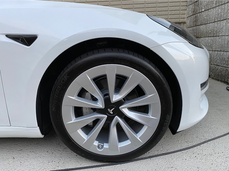 モデル3 のテスラ,テスラモデル3,タイヤ,タイヤワックスに関するカスタム&メンテナンスの投稿画像1枚目