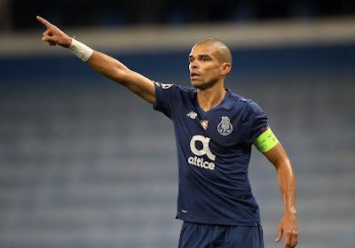 🎥 Pepe gaat weer zwaar over de schreef tijdens wedstrijd tegen het AS Roma van José Mourinho