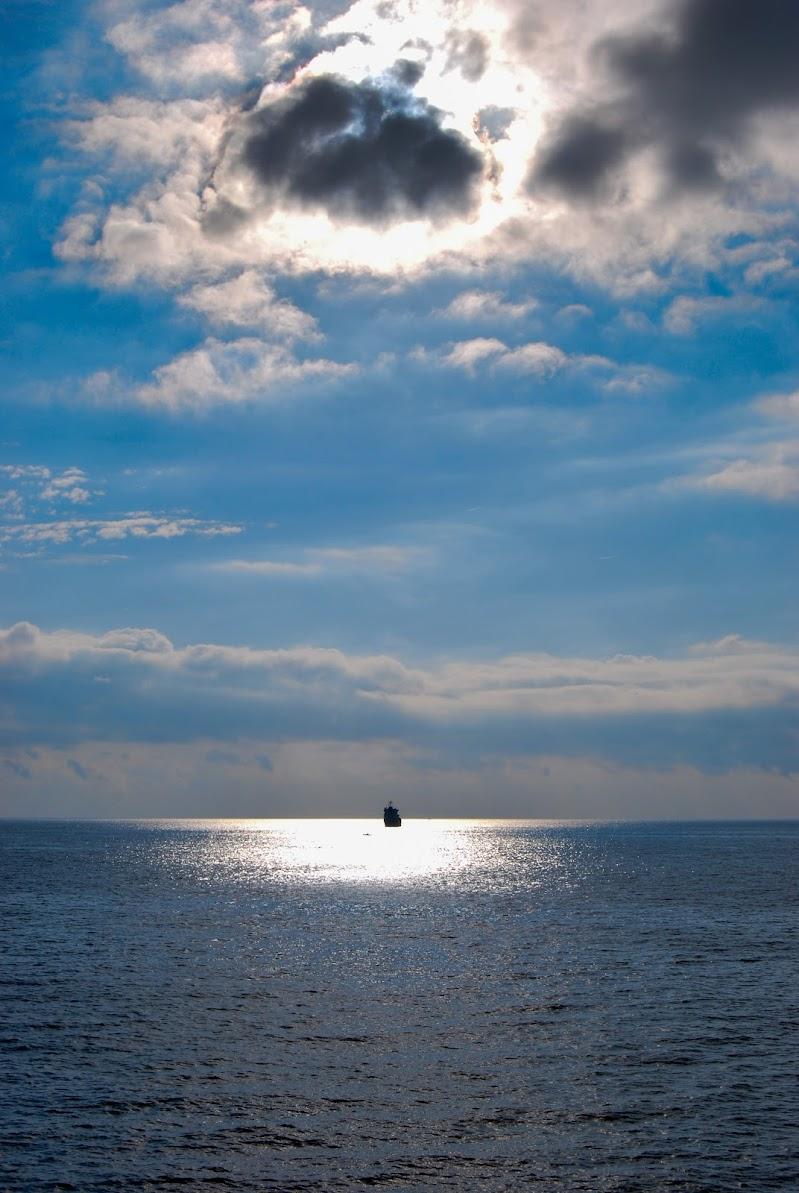 Una luce nell'immenso del mare  di rosy_greggio
