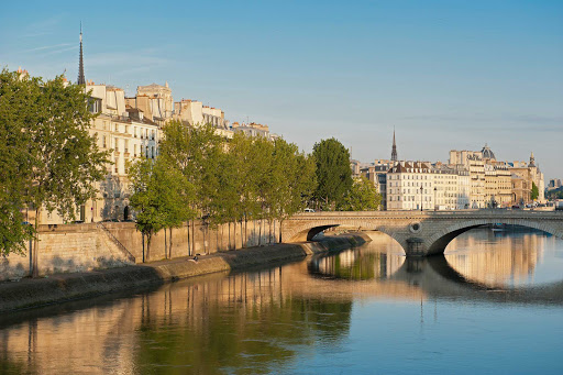Pont-Louis-Philippe-Paris.jpg - The Pont Louis-Philippe bridge across the River Seine is located in the 4th arrondissement of Paris.
