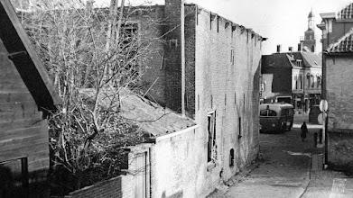 Photo: 1945 Het Slikstraatje, zoals de Doelenstraat vroeger heette