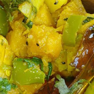 Kumro Alu Capsicum tarkari - Vegan Pumpkin Potato curry with capsicum.