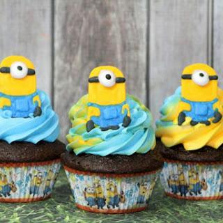 Minion Chocolate Cupcakes - Minion Topper
