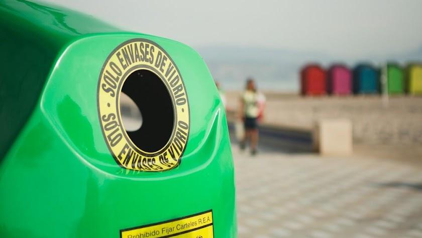 El reciclado de vidrio tiene múltiples beneficios.