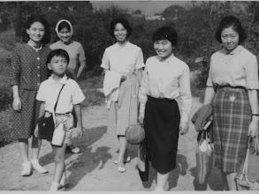 Photo: 1960年9月23日初めての全体修養会(秋川渓谷)が開催された。五日市の「青年の家」の施設を使い、幼児から高齢者まで40余名が一同に祈りの時を持った。