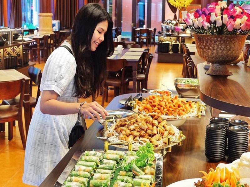 Ăn Buffet tại nhà hàng Công Viên Châu Á Đà Nẵng