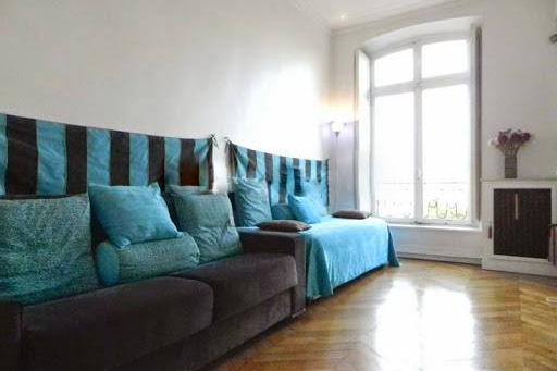 Bright living room at 2 Bedroom Apartment in Latin Quarter 110 m²