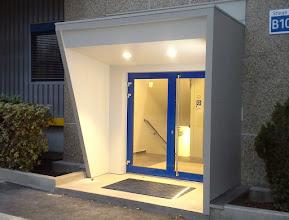 Photo: Stahl-Eternit-Eingangsvorbau bei LKW-Walter-Businesspark