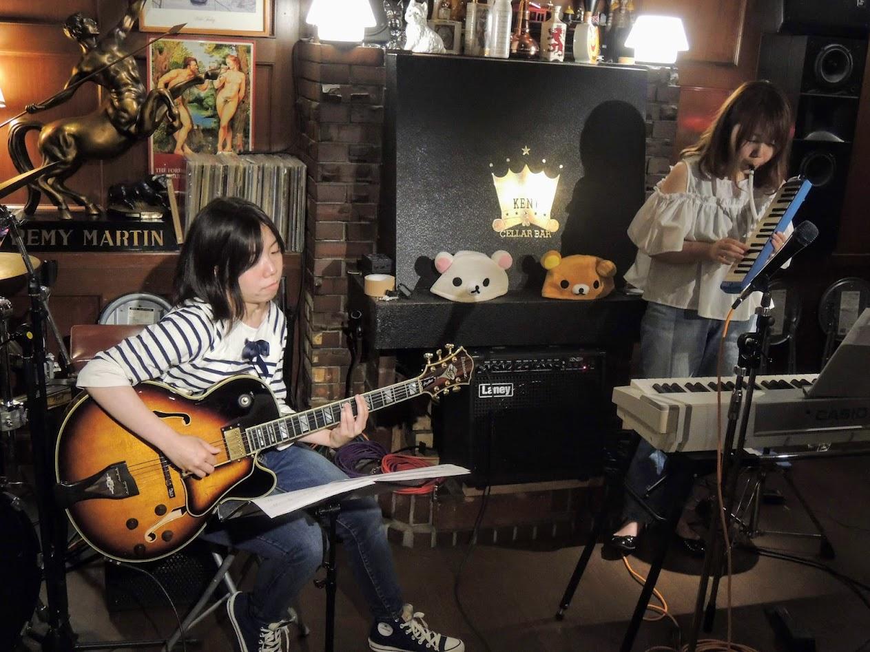 Chiaki Kanamori on keyboard harmonica and Yukiko Makino on guitar