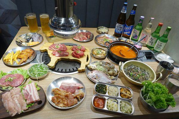 新開幕燒肉吃到飽! 爽吃海鮮BUFFET 日式韓式烤肉~頂級炙燒美味無限,虎樂日韓精肉海鮮火烤吃到飽,大魯閣草衙道餐廳。