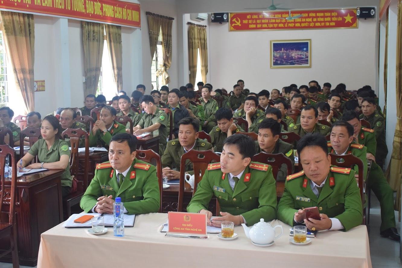 Công an xã, thị trấn được cung cấp nhiều kiến thức về cải cách hành chính, công tác quản lý cư trú và tiếp nhận giải quyết tố cáo tin báo về tội phạm trên địa bàn huyện Tương Dương