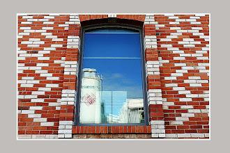 Photo: Briques et reflet