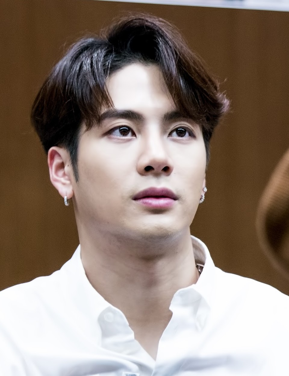 Jackson_Wang_at_a_fansigning_event_in_Yongsan,_1_April_2018_01