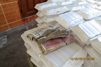 Photo: The students donated money to buy lunch empty boxes