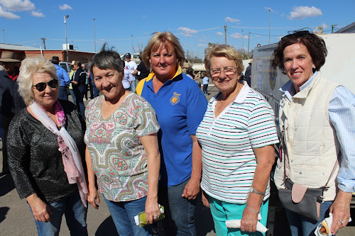 Narrabri Shire Mayor Cathy Redding with many of the organisers of the event, Roxanne Whitton, Connie Smith, Maxine Booby and Janelle Schwager.