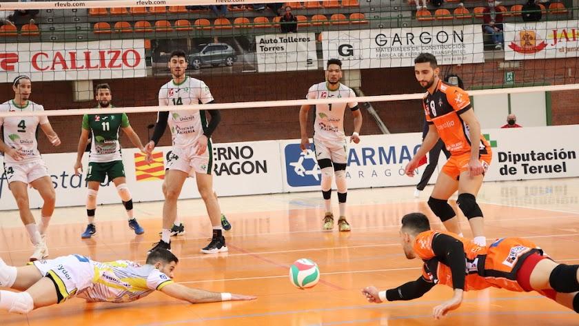 Unicaja Costa de Almería necesita ganar dos partidos en Teruel.