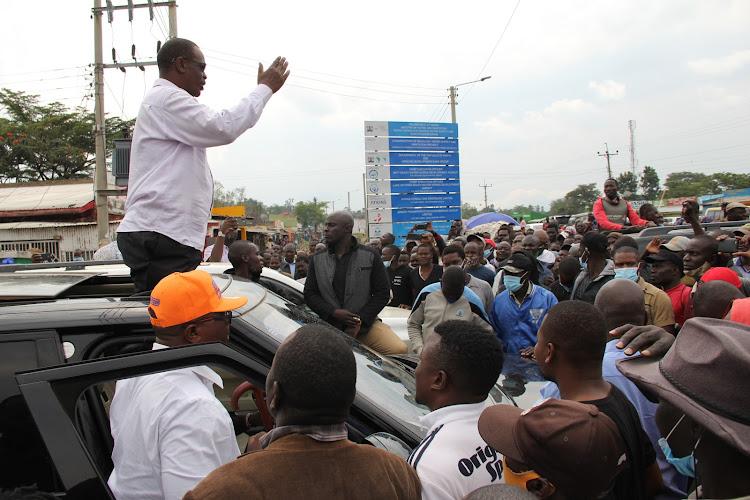 Homa Bay governor aspirant Evans Kidero speaks in Kendu Bay town in Karachuonyo constituency on January 9.