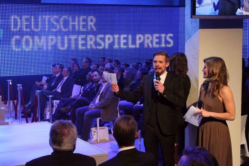Photo: Die Moderatoren Klaas Heufer-Umlauf und Jeannine Michaelsen führten die Gäste durch den Abend © Deutscher Computerspielpreis 2012 / Fabian Matzerath