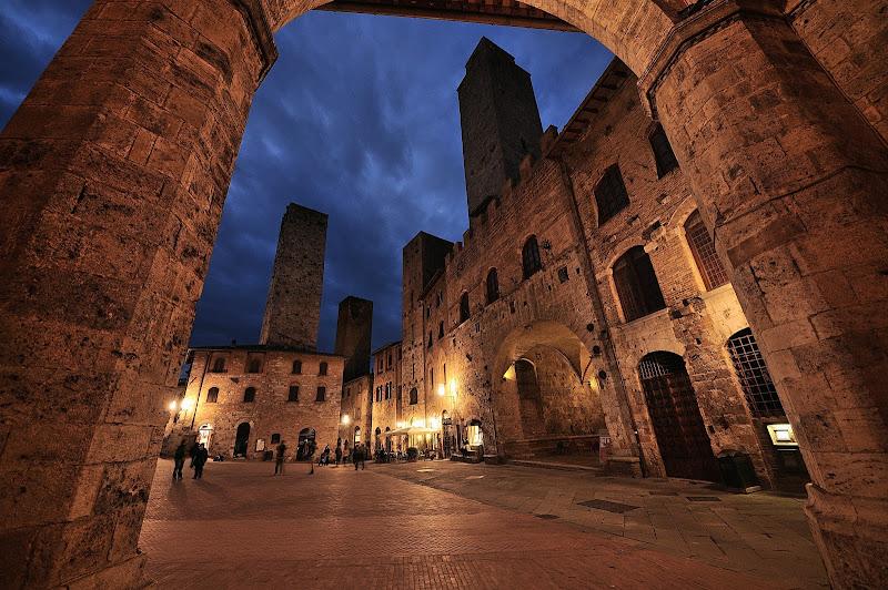 notturno a San Gimignano di vito_masotino