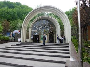 Photo: Vchod na místní zubačku. Byla o něco rychlejší než jeden nejmenovaný turista v Rumunsku. Tímto zdravíme Lukina ;-).