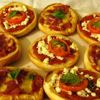 Quick & Easy Mini Pizza Buns!