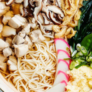 Nabeyaki Udon Soup With Chicken, Spinach, and Mushrooms.