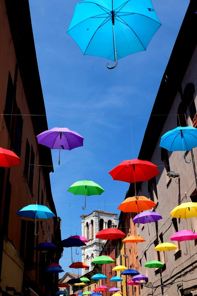 Floating umbrellas di Segfault