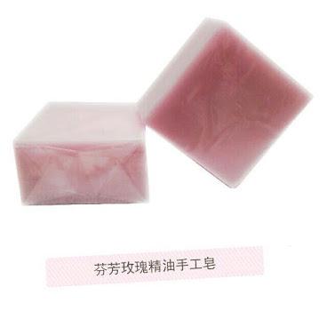 芬芳玫瑰精油手工皂  質地清瑩促進肌膚吸收所需的營養和水分,調理,清透,柔潤肌膚。 成分: 玫瑰精油 100%純植物精華,對肌膚無刺激。能夠促進黑色素分解,改善乾燥肌膚,恢復肌膚彈性,讓肌 膚變得更加白皙細嫩。 橄欖油 是黃金液體,富含與皮膚親和力極佳的角鯊烯,吸收迅速,有效保持肌膚的彈性潤澤。 乳木果油 富含不飽和脂肪酸,易吸收,能加強皮膚的保濕能力。  #原液#面膜粉 #軟膜粉 #天然  #學生 #手工皂 #潔面皂 #冷製皂  #冷制皂 #無添加 #無害 #健康 #igshop #hkig