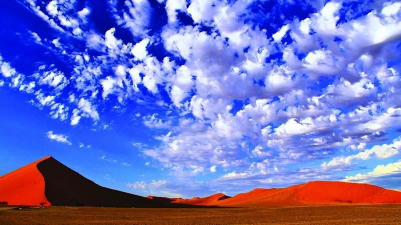 Sossusvlei-dunes-sky.jpg