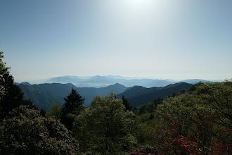 山頂からの展望(春霞で遠望なし)