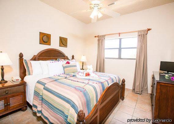 Clarion Suites Roatan at Pineapple Villas