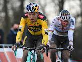 Wout van Aert boekt eerste veldritoverwinning van het seizoen in Herentals, Mathieu van der Poel moet tevreden zijn met tweede plaats na lekke band