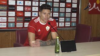 Darwin Núñez en sala de prensa tras el entrenamiento.