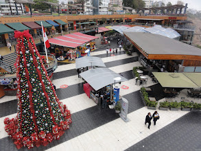 Photo: The American style shopping center Larcomar in Lima, with original American prices and on schedule christmas shopping start on Thanks Giving.