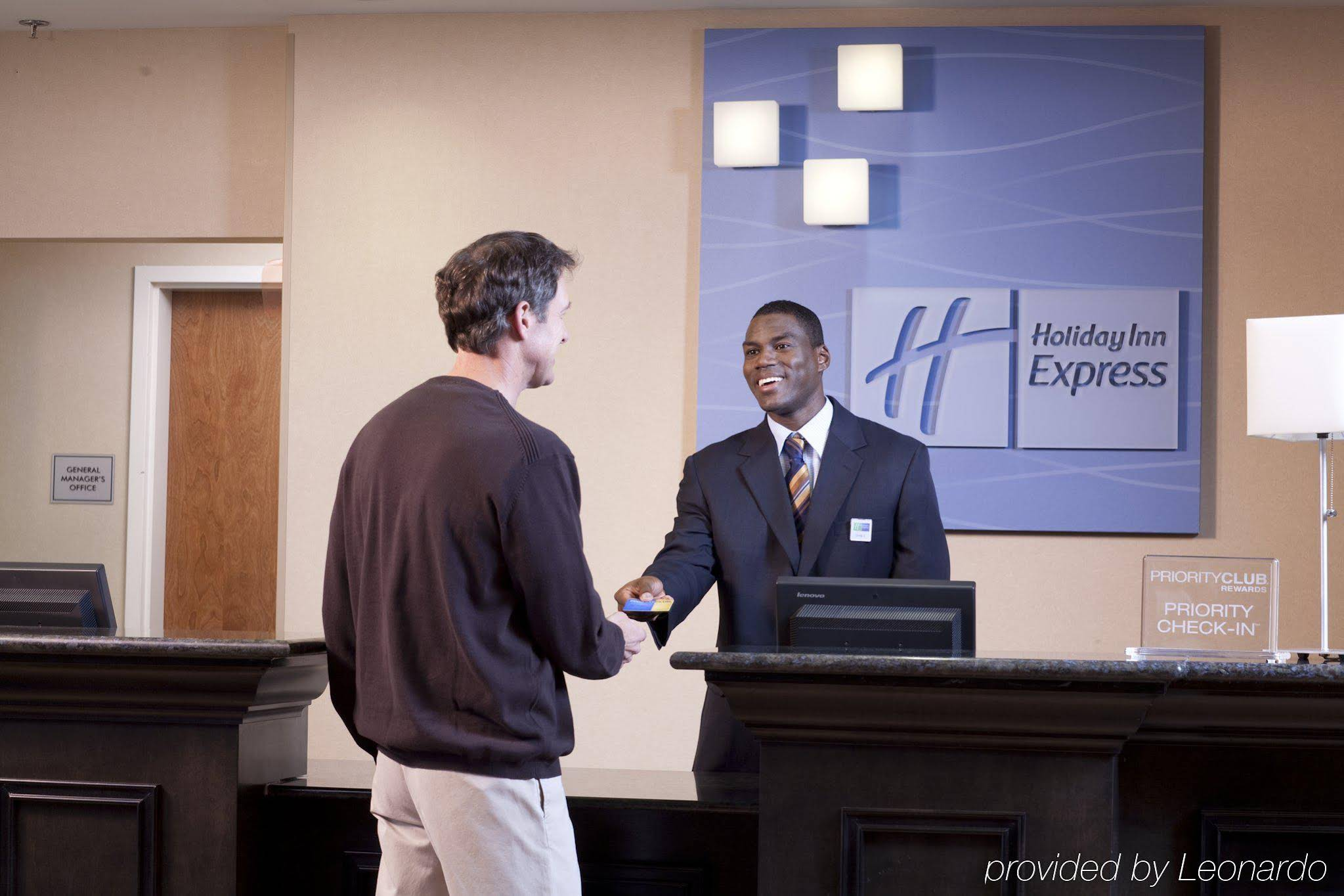Holiday Inn Express and Suites Marathon