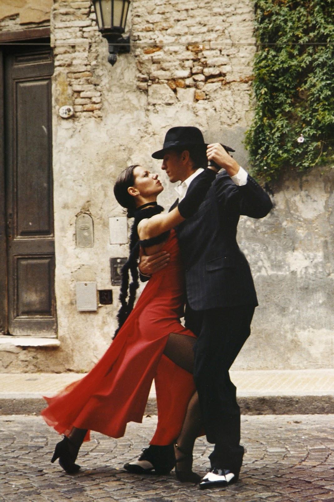 comment être heureux, comment trouver le bonheur, être heureux en couple, danser, joie, moment de bonheur