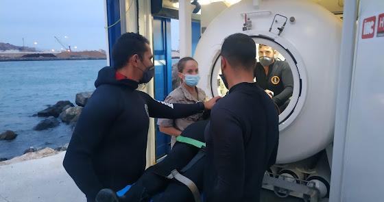 Buzos de la Armada se sumergen en Almería para afilar su adiestramiento