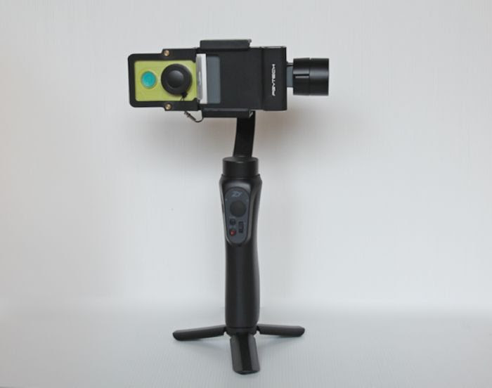Action Camera dipasang pada Zhinyun Smooth Q