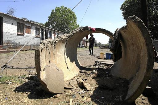 Angry hostel mob val motors aan - SowetanLIVE