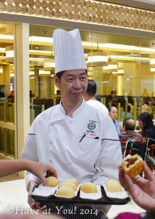 Tim Ho Wan chef handing out pork buns