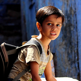 Bachpan by Piyush R. Sharma - Babies & Children Children Candids ( bag, street, candid, photography, city, eyes, child, school, lips, lovely, childhood, smile, boy, smart )