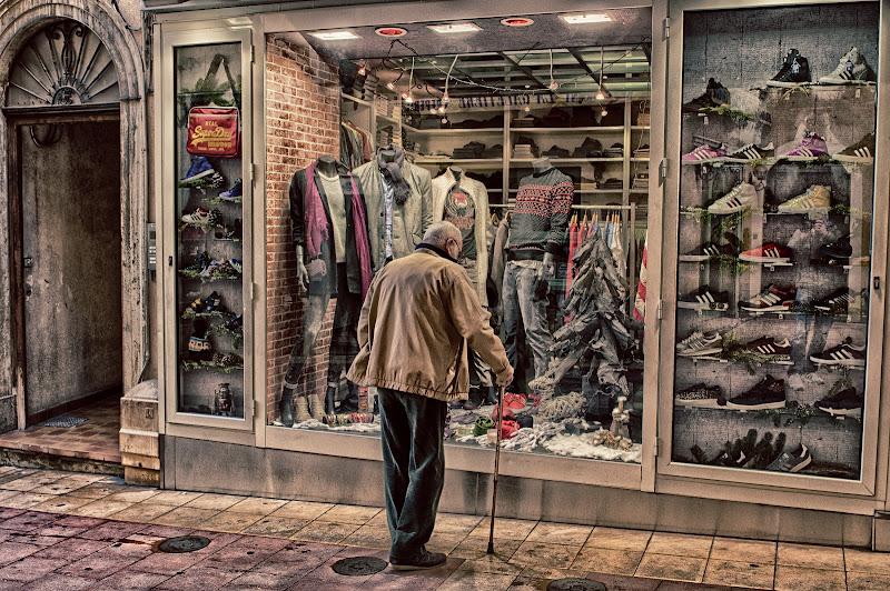 Hmm ... compro o non compro? di Giancarlo Lava